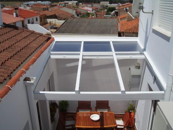 Techos m viles aluminio y pvc cadiz chiclana jerez san for Cerramientos patios interiores
