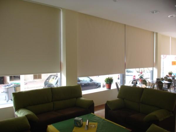 Estores aluminio y pvc cadiz chiclana jerez san for Tipos de cortinas y estores